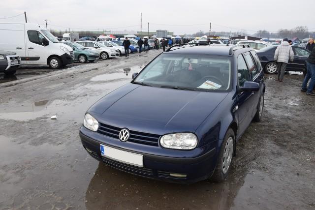 1. Volkswagen Golf. Silnik 1,9 diesel, rok produkcji 2003, cena 7300 zł.