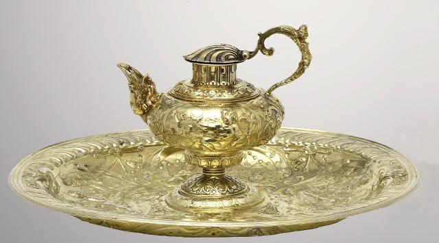 Bogato inkrustowane naczynia trafiły do skarbca koronnego na Wawelu