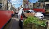 Zderzenie w Bydgoszczy. Kierowca bmw chciał wysiąść - w otwarte drzwi wjechał tramwaj