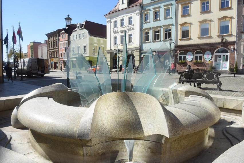 Nowoczesna fontanna na rynku w Żarach