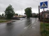 Piesi zagrożeni na pasach. Znaki na drodze powiatowej w Rudawie ścierają się notorycznie