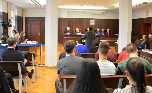 Studenci WSB uczestniczyli jako widzowie w rozprawie, która miała miejsce w Sądzie Okręgowym w Opolu.