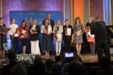 Toruń. Prezydent wręczył nauczycielom nagrody z okazji ich święta. [MAMY LISTĘ NAZWISK]