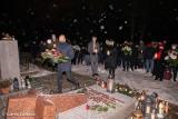 4 lata temu zmarł nagle prezydent Stargardu, Sławomir Pajor. Na jego grobie złożone zostały kwiaty, zapalone znicze. Odprawiona została msza