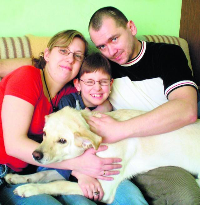 Niesłysząca Jola Kwiecień wraz z rodzicami proszą o pomoc w zakupie aparatu słuchowego