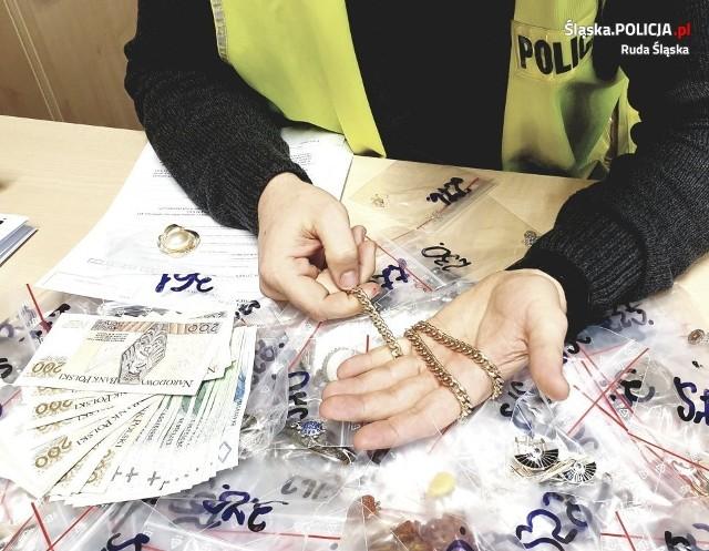 Korepetytorka ukradła prawie 400 sztuk biżuterii i wyborów jubilerskichZobacz kolejne zdjęcia. Przesuwaj zdjęcia w prawo - naciśnij strzałkę lub przycisk NASTĘPNE >>>