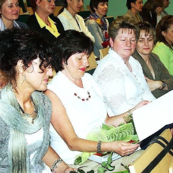 Zyta Ważna z Cekcyna (druga z lewej),  otrzymała nagrodę starosty