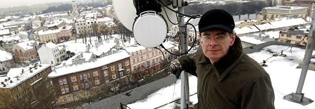 Lesław Bańdur: Takie, podwóje nadajniki zamontujemy w nowych dzielicach do końca lutego.