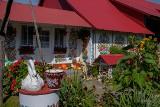 Zalipiańske chaty już pomalowane! Obłęd! Świeże kwiatowe motywy zdobią domy i całe obejścia. W Zalipiu trwa konkurs [ZDJĘCIA] 13.09.2020