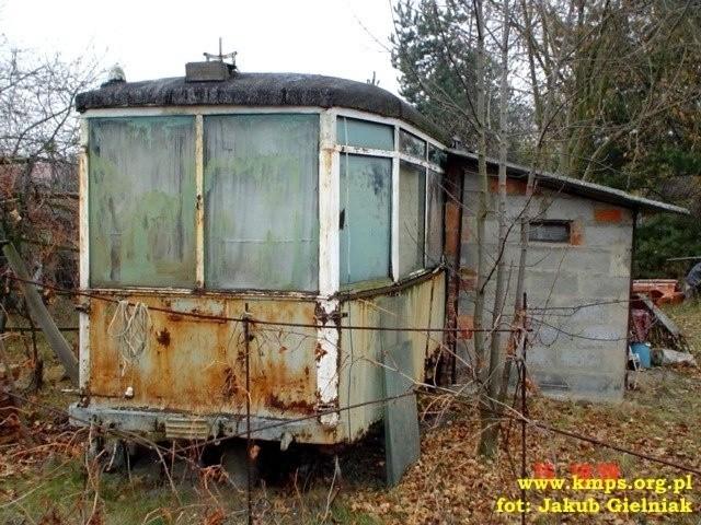 Stare tramwaje w Poznaniu. Wismar S2D - wagon odnaleziony na działce w Suchym Lesie