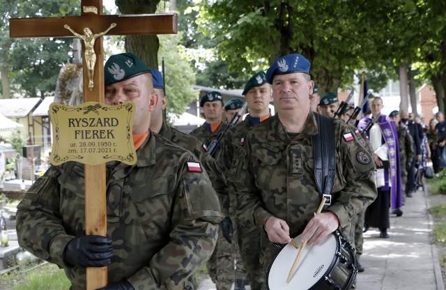 """Dziś (21 lipca) pożegnano Ryszarda Fierka, wieloletniego prezesa Wojskowego Koła PTTK """"OSeSeK"""" w Grudziądzu"""