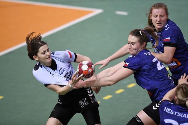 Jarosławianki (niebiesko-czarne stroje) grały po raz trzeci w tym sezonie ze Startem i po raz pierwszy przegrały.