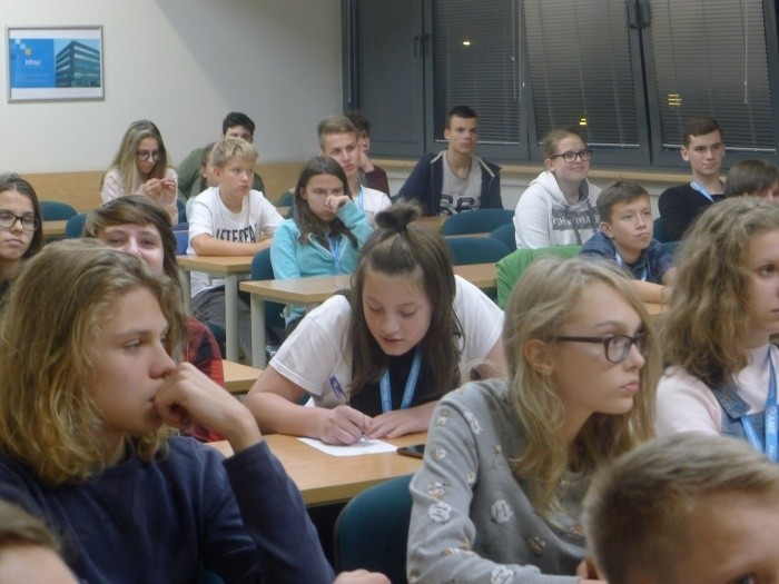 Jedno ze spotkań poprzedniej edycji Akademii Młodego Ekonomisty na Wydziale Zarządzania Uniwersytetu Łódzkiego