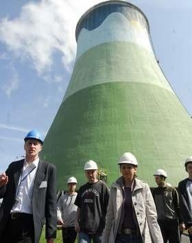 Studenci wraz z opiekunką zobaczyli m.in. maszynownię, kocioł i place węglowe z 96 metrów, czyli najwyższego poziomu bloku energetycznego. (fot. Witold Chojnacki)