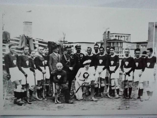 Reprezentacja Polski hokeistów na trawie przed pierwszym, historycznym spotkaniem z Czechosłowacją