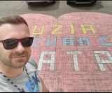 Toruń. Ojciec wymalował na parkingu kredowe serce dla dziecka. Pójdzie pod sąd?