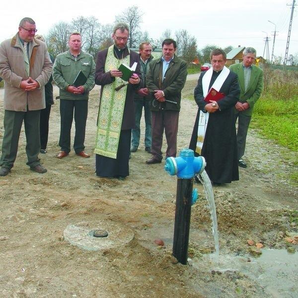 Poświęcenia nowej linii dokonali proboszczowie miejscowych parafii prawosławnej i katolickiej.