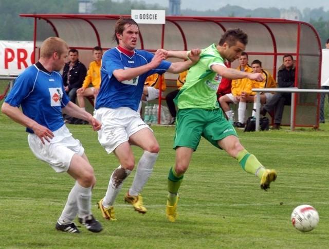 Partyzant Targowiska-Strumyk MalawaPartyzant Targowiska (zielone stroje) pokonal Strumyk Malawa 4-1 (2-0)