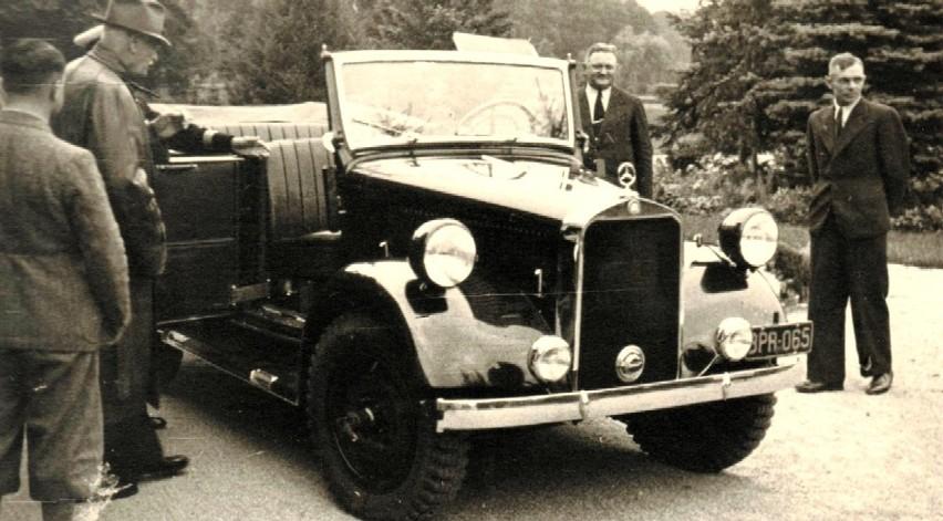 Sierpień 1938 r. Ignacy Mościcki (drugi z lewej) ogląda...
