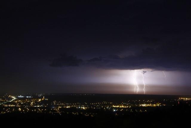 Burza, a wraz z nią zjawiskowy spektakl na tarnowskim niebie trwał kilkadziesiąt minut