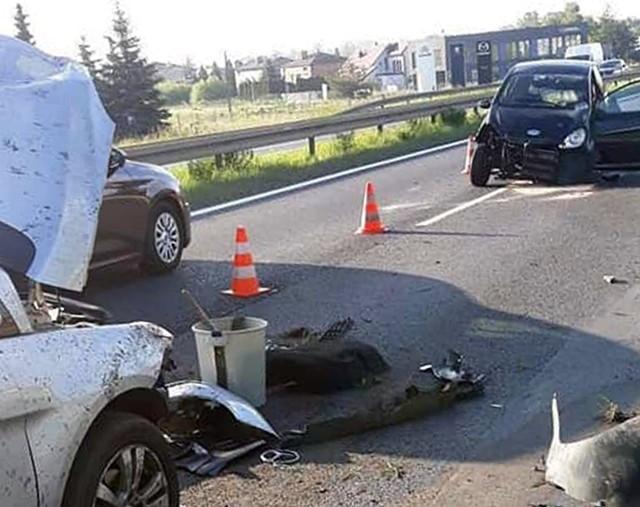 Wypadek we Wrzosowej.Zobacz kolejne zdjęcia. Przesuwaj zdjęcia w prawo - naciśnij strzałkę lub przycisk NASTĘPNE
