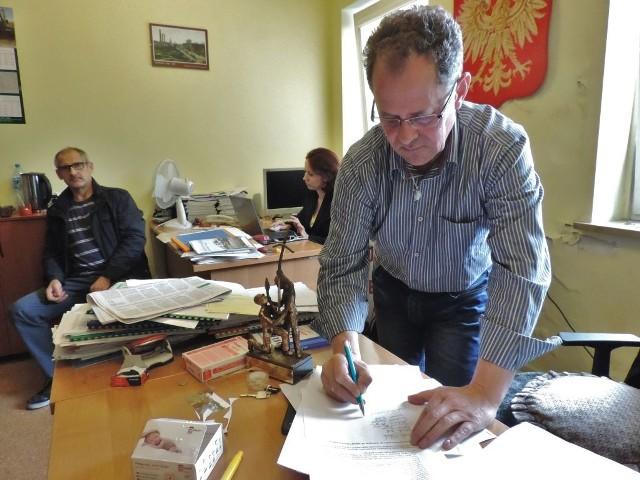 Jerzy Gawęda twierdzi, że aneks do porozumienia jest niezgodny z prawem. O swoich wątpliwościach napisał do ministra skarbu oraz prezesów Orlenu i Solino.