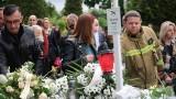 """Pogrzeb zabitego 11-letniego Sebastiana z Katowic. """"Pamiętajcie o naszym małym, wesołym synku"""". Niebo zapłakało nad chłopcem"""