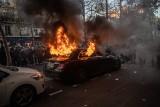 Francja: Zamieszki w Paryżu. Protesty przeciwko ustawie zabraniającej filmowania i fotografowania policjantów podczas akcji [WIDEO]