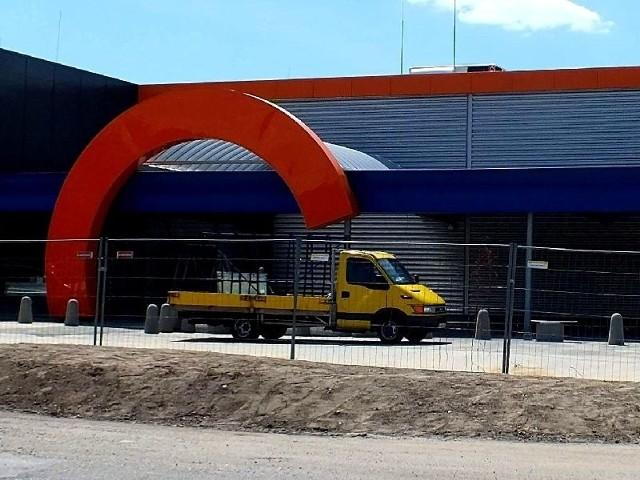NOMI w Starachowicach – otwarcie w piątekMarket ruszy 14 grudnia. Firma zapowiada wiele niespodzianek z okazji otwarcia. Na zdjęciu ostatnie przygotowania do otwarcia.