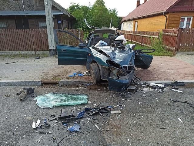 Śmiertelny wypadek w Nowosadach. Lanos całkowicie zmiażdżony. Strażacy opublikowali zdjęcia z makabrycznego wypadku