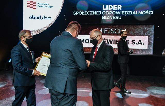 Ubiegłoroczni laureaci kategorii Lider społecznej odpowiedzialności biznesu zostali nagrodzeni podczas gali w Operze Nova w Bydgoszczy