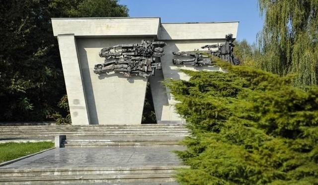 Obchody rozpoczną się o godzinie 10.00 przed  Pomnikiem Martyrologii Jeńców Wojennych w  Łambinowicach.