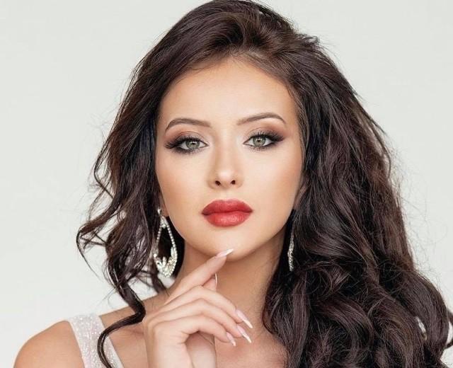 Roksana Oraniec z Ćmielowa będzie reprezentować Polskę w konkursie Miss Wisdom w Wietnamie. Została wybrana spośród 25 dziewczyn z kraju.
