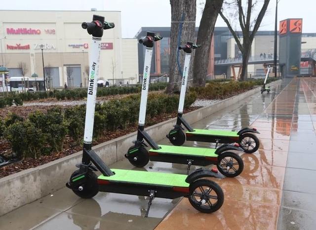 Elektryczne hulajnogi można spotkać między innymi na terenie placu Jagiellońskiego, ale też na innych ulicach.