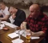 """Marian Kowalski już nie zje kebaba u """"Prawdziwego Polaka"""". Swoją decyzję oznajmił na Youtube"""