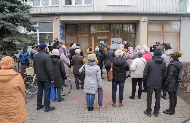 Pod koniec listopada ub. roku pod siedzibą Kujawskiej Spółdzielni Mieszkaniowej w Inowrocławiu odbyła się akcja protestacyjna przeciw likwidacji trzech osiedlowych klubów