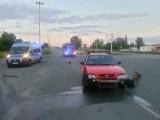 Wypadek na Dąbrowskiego w Łodzi. Jedna osoba ranna. Kierowca forda jechał bez prawa jazdy [ZDJĘCIA]