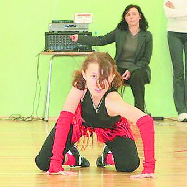 Ewelina Piasecka tańczy od wielu lat. Swojej pasji poświęca każdą wolną chwilę. Wie, że aby osiągnąć sukces, nie wystarczy sam talent. Trzeba też pracować. Na zdjęciu: Ewelina podczas warsztatów tanecznych.