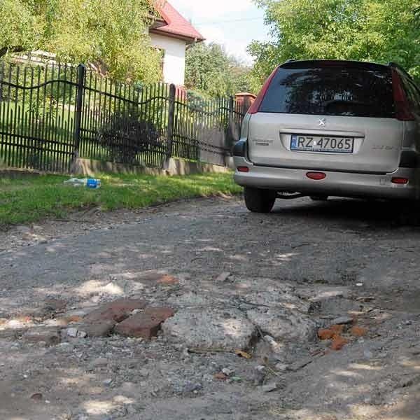 Wertepy ciągną się przez ok. 200 metrów. Kiedy pada, woda wymywa kamienie i ulicą nie da się przejechać.