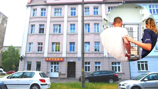 Mieszkańcy kamienicy przy ul. Śląskiej przyznają, że boją się o swoje bezpieczeństwo.