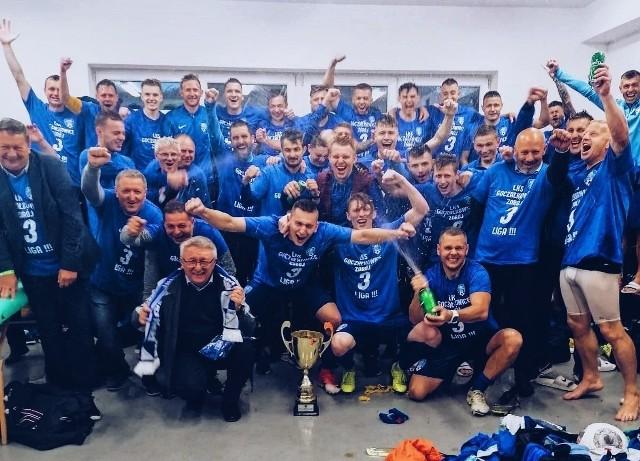 Tak piłkarze LKS Goczałkowice-Zdrój świętowali awans do III ligiZobacz kolejne zdjęcia. Przesuwaj zdjęcia w prawo - naciśnij strzałkę lub przycisk NASTĘPNE