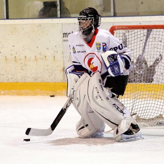 W dwumeczu bramkarz opolskiej drużyny hokejowej puścił 12 bramek.