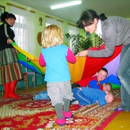 Do Fundacji im. św. Dominika Savio przychodzi codziennie ok. 14 dzieci. Na zdjęciu Agnieszka Grabowska, terapeutka pedagogiczna