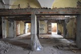 Pałacyk przy Sempołowskiej w Opolu. Rozpoczęła się rozbiórka dachu. Jak budynek wygląda wewnątrz?