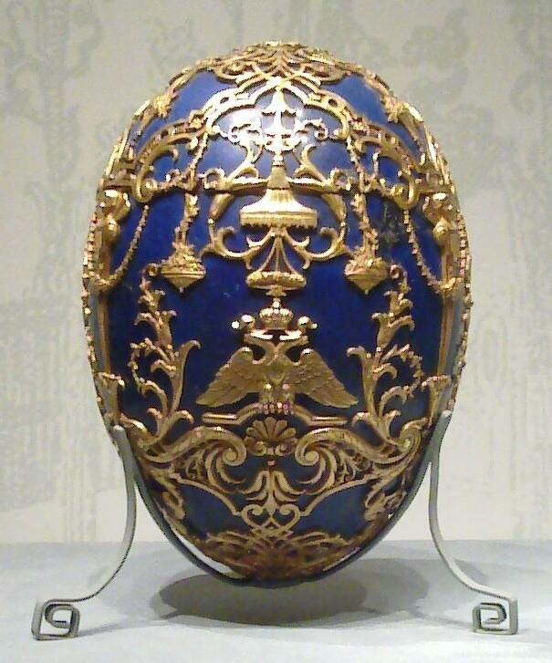Jajo Fabergé. Było przygotowywane dla rosyjskich carów przez rosyjskiego jubilera i złotnika.