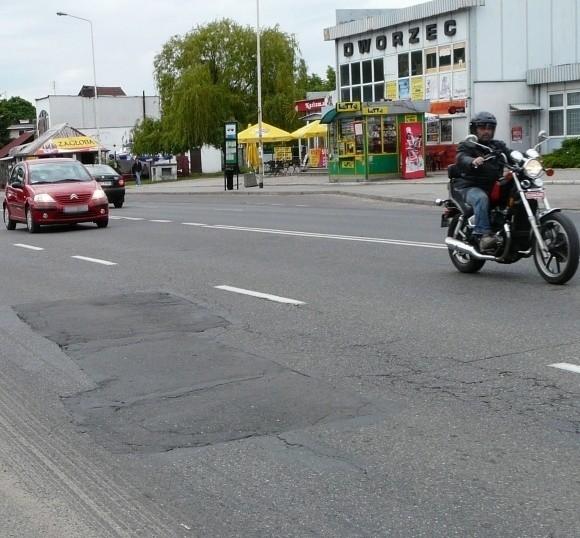 Ulica Szczecińska to główny wjazd do Stargardu. Jest w fatalnym stanie. Łatanie dziur nic już nie daje.