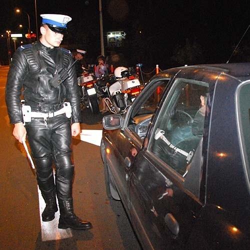 Policja apeluje do kierowców tirów, by kierowali się w stronę Grajewa, a do kierowców aut osobowych, by jechali w stronę Lipska
