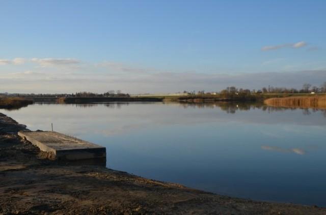 Dawna żwirownia nad Rabą na granicy Kłaja i Targowiska zmienia się gminny ośrodek wypoczynkowy z plażą i kąpieliskiem. Nowa atrakcja będzie gotowa na lato 2021