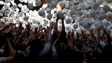 Balonowy Deszcz nagród spadł na głowy studentów. Tysiąc balonów sfrunęło spod dachu Wydziału Zarządzania UŁ [ZDJĘCIA + FILM]