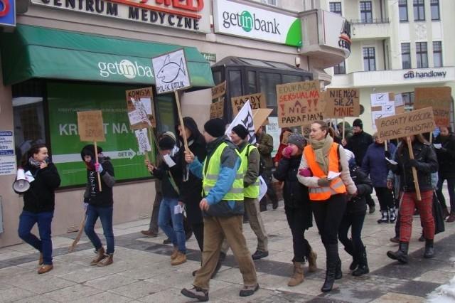 W drugim zielonogórskim marszu ateistów uczestniczyło około 40 osób.
